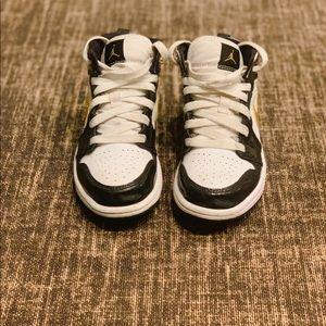 """Jordan 1 Mid SE """"Black/Metallic Gold""""  Kids' Shoe"""